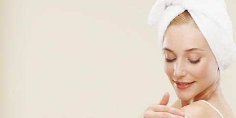 Finger, Skin, Eyebrow, Hand, Headgear, Headpiece, Hair accessory, Beauty, Veil, Bridal clothing,