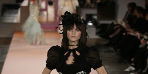 Fashion show, Fashion model, Style, Costume design, Fashion, Runway, Waist, Model, Glove, Costume,