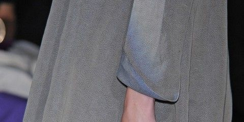 Sleeve, Human leg, Joint, Fashion, Waist, Thigh, Street fashion, Pocket, Bag, Active shorts,