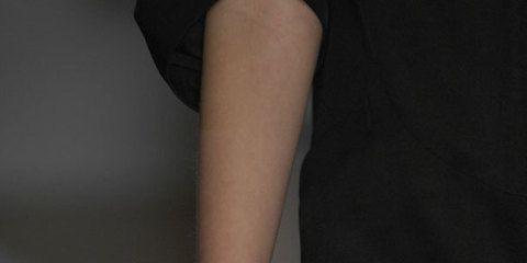 Human leg, Joint, Fashion, Wrist, Khaki, Beige, Body jewelry, Nail, Fashion design, Sandal,
