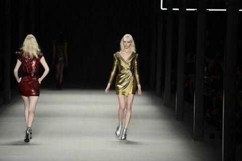 Leg, Dress, Human leg, Style, One-piece garment, Fashion model, Waist, Fashion show, Runway, Knee,