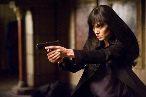 Black hair, Long hair, Fictional character, Revolver, Gadget, Step cutting, Acting,