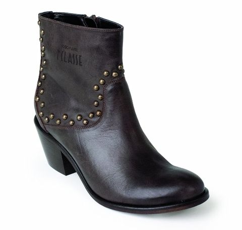 Footwear, Brown, Boot, Shoe, Fashion, Black, Leather, Liver, Fashion design, Synthetic rubber,