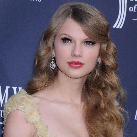 Hair, Nose, Lip, Mouth, Hairstyle, Chin, Forehead, Eyebrow, Eyelash, Earrings,