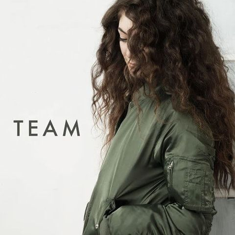 Clothing, Hairstyle, Sleeve, Shoulder, Jacket, Style, Street fashion, Beauty, Long hair, Brown hair,
