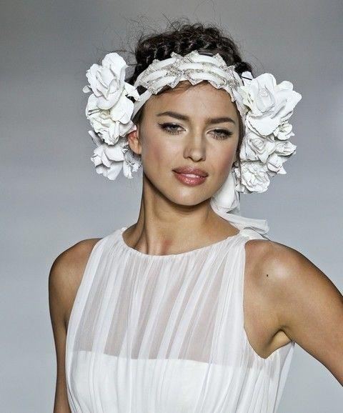 Clothing, Shoulder, White, Hair accessory, Petal, Bridal accessory, Style, Headpiece, Headgear, Fashion,