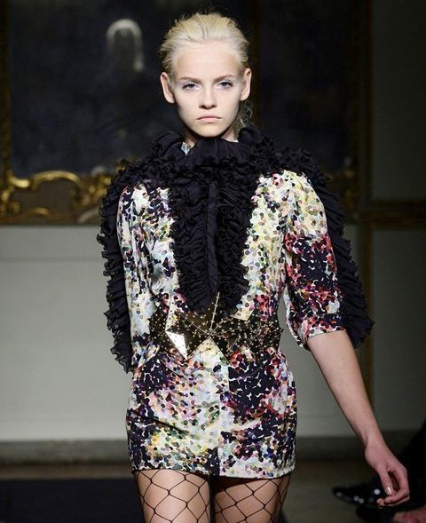 Fashion show, Style, Fashion model, Fashion, Runway, Eyelash, Street fashion, Thigh, Model, Fashion design,