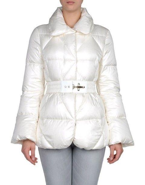 info for 65ad6 8a772 Cappotti e piumini bianchi: stile montagna ad alta quota
