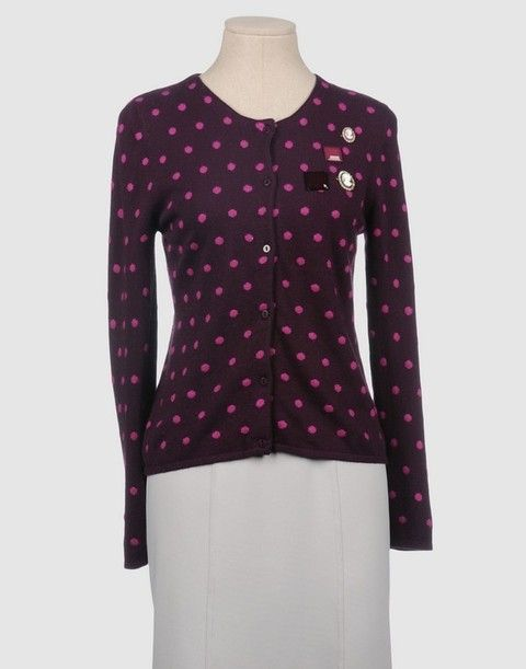 Product, Collar, Sleeve, Shoulder, Textile, Pattern, Magenta, Joint, White, Red,