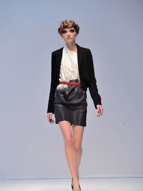Clothing, Leg, Sleeve, Human leg, Shoulder, Collar, Fashion show, Joint, Outerwear, Style,