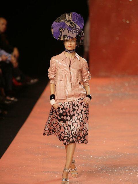 Shoulder, Joint, Style, Fashion show, Street fashion, Waist, Fashion, Fashion model, Runway, Knee,