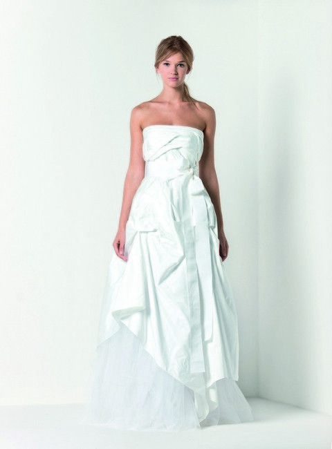 Clothing, Dress, Shoulder, Bridal clothing, Textile, Joint, Standing, One-piece garment, Gown, Formal wear,