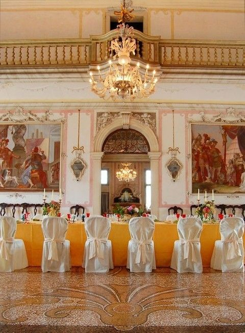 Tablecloth, Serveware, Furniture, Drinkware, Ceiling, Room, Chandelier, Interior design, Table, Function hall,