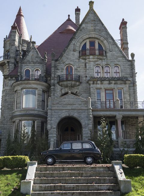 Building, House, Home, Mansion, Turret, Garden, Door, Sport utility vehicle, Lawn, Historic house,