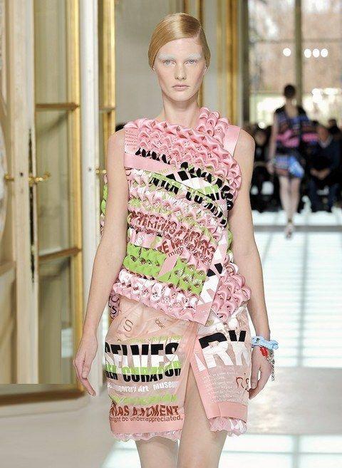 Sleeve, Shoulder, Joint, Waist, Style, Dress, Fashion show, Fashion model, One-piece garment, Fashion,