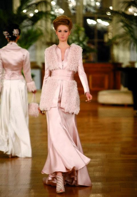 Sleeve, Floor, Flooring, Dress, Formal wear, Waist, Fashion, One-piece garment, Wood flooring, Fashion model,