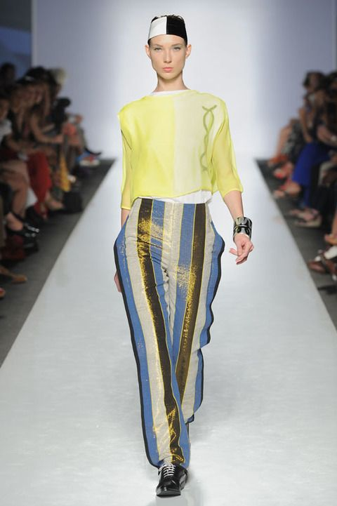 Footwear, Leg, Fashion show, Yellow, Shoulder, Runway, Joint, Style, Fashion model, Waist,