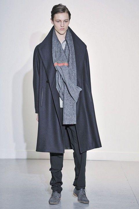 Sleeve, Collar, Fashion show, Textile, Coat, Shoe, Outerwear, Style, Fashion model, Jacket,