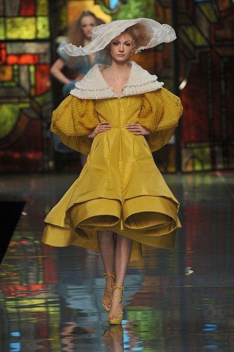 Dress, Fashion, Costume design, One-piece garment, Fashion model, Fashion design, Day dress, Sun hat, Runway, Haute couture,