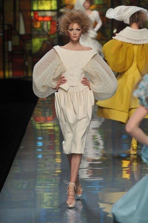 Fashion show, Runway, Style, Fashion model, Fashion, Waist, Model, Street fashion, Fashion design, Sandal,