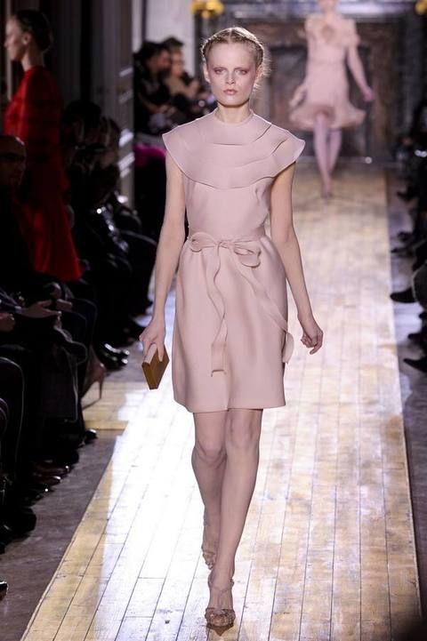 Leg, Shoulder, Fashion show, Human leg, Joint, Runway, Dress, Style, Fashion model, Waist,