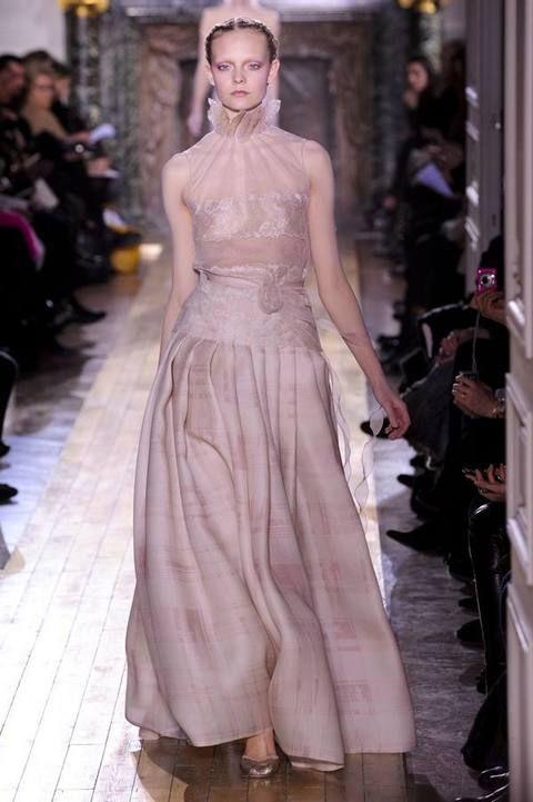 Shoulder, Dress, Fashion show, Fashion model, Formal wear, Style, Gown, Fashion, Runway, Neck,