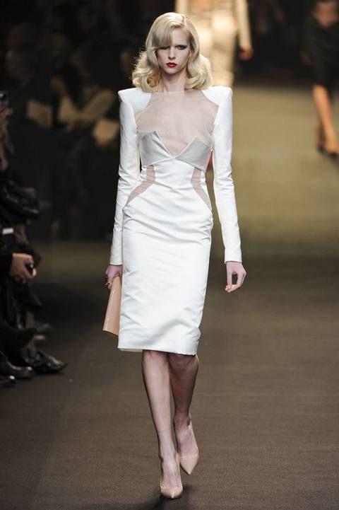 Shoulder, Human leg, Fashion show, Joint, Fashion model, Dress, Style, Runway, Formal wear, Waist,