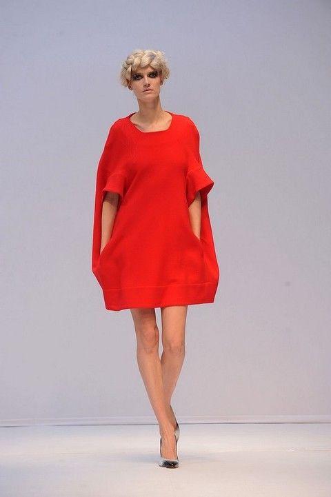 Dress, Shoulder, Shoe, Human leg, Joint, One-piece garment, Style, Fashion model, Fashion show, High heels,