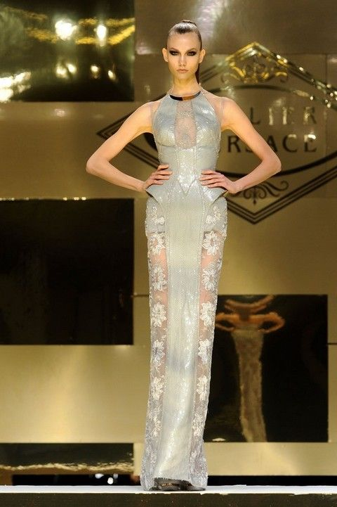 Shoulder, Fashion show, Style, Fashion model, Dress, Runway, Waist, Beauty, Fashion, Model,