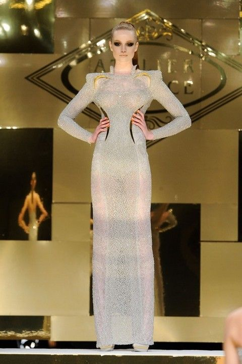 Human body, Shoulder, Fashion show, Dress, Joint, Fashion model, Style, Runway, Waist, Beauty,