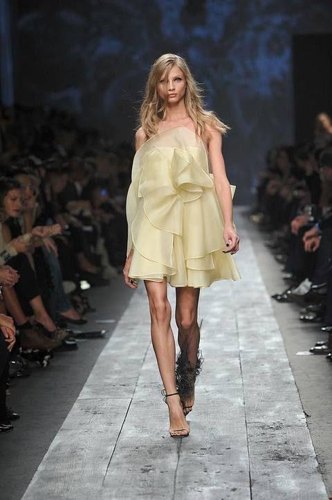Clothing, Footwear, Human, Fashion show, Brown, Event, Shoulder, Runway, Joint, Human leg,