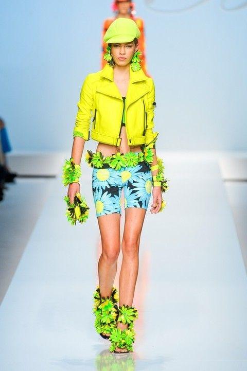 Clothing, Leg, Blue, Yellow, Shoulder, Textile, Joint, Human leg, Outerwear, Denim,