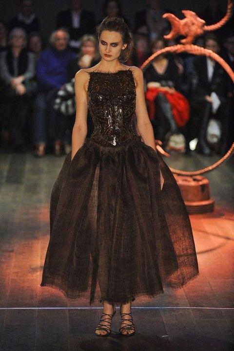 Dress, Formal wear, Style, One-piece garment, Fashion, Gown, Fashion model, Costume design, Fashion show, Haute couture,