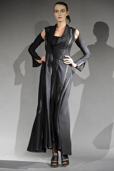 Sleeve, Human body, Shoulder, Joint, Standing, Dress, One-piece garment, Formal wear, Style, Fashion model,