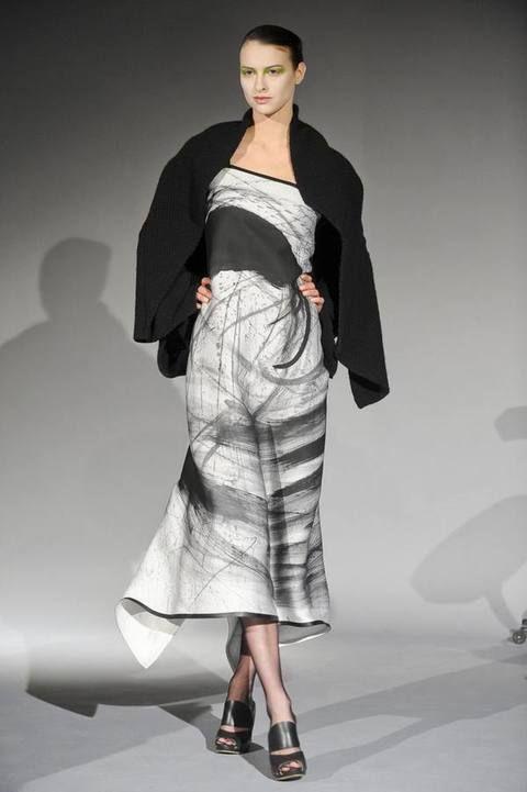 Sleeve, Shoulder, Textile, Joint, Fashion show, Style, Fashion model, Sandal, Fashion, Waist,