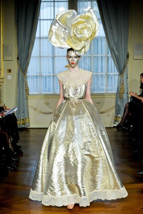 Dress, Textile, Gown, Formal wear, Floor, Style, Curtain, Interior design, Costume design, Fashion,