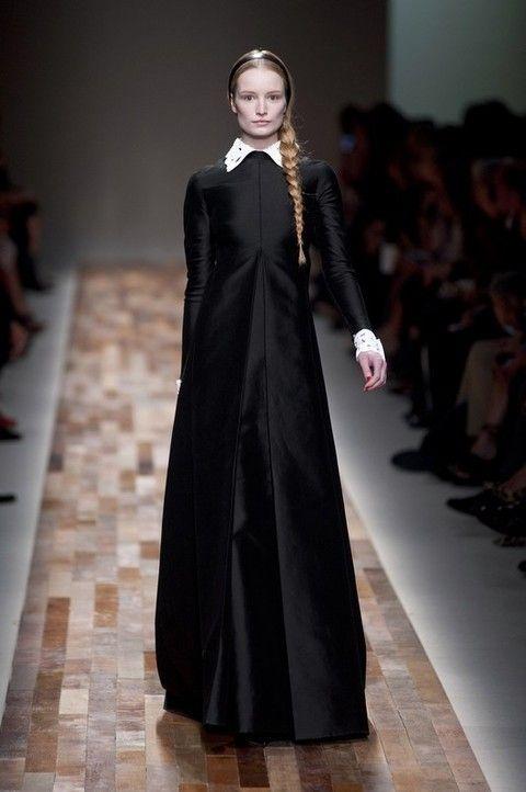 Clothing, Shoulder, Dress, Formal wear, Fashion show, Style, Fashion model, Flooring, Gown, Fashion,