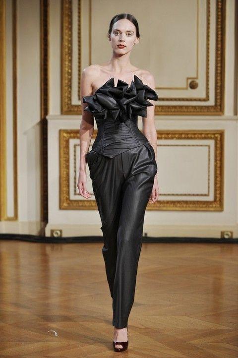 Shoulder, Floor, Joint, Flooring, Waist, Fashion show, Style, Fashion model, Fashion, Dress,
