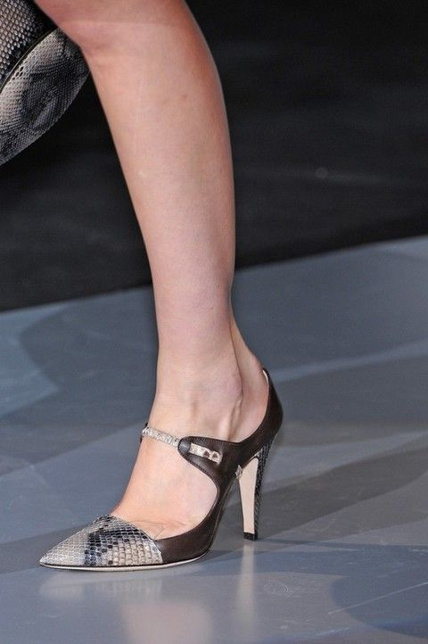 Footwear, Leg, Human leg, Joint, Shoe, Sandal, Toe, Foot, High heels, Fashion,