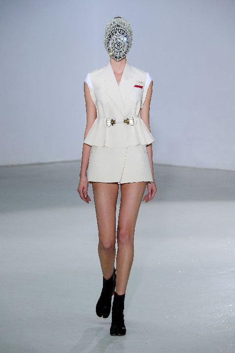 Clothing, Human, Sleeve, Human body, Human leg, Shoulder, Fashion show, Joint, Runway, Style,