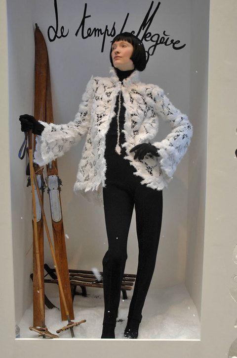 Sleeve, Style, Fashion, Knee, Tights, Thigh, Street fashion, Waist, Fashion model, Fashion design,