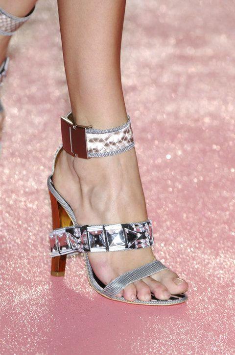 Human, Finger, Skin, Human leg, Toe, Joint, Pink, Style, Nail, Organ,