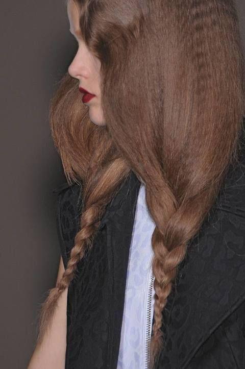 Lip, Brown, Hairstyle, Chin, Collar, Style, Long hair, Eyelash, Step cutting, Brown hair,