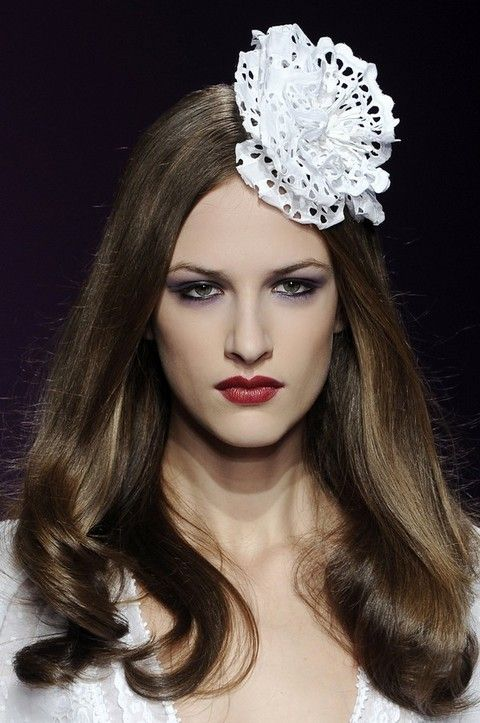 Lip, Hairstyle, Eyebrow, Hair accessory, Headpiece, Style, Eyelash, Beauty, Headgear, Fashion,