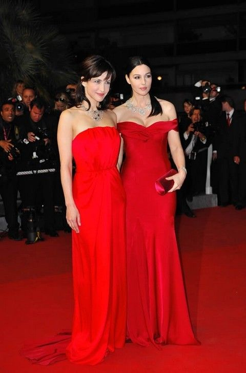 Clothing, Dress, Event, Flooring, Shoulder, Strapless dress, Red, Outerwear, Carpet, Formal wear,