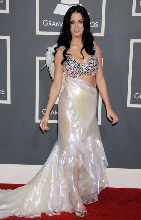 Clothing, Human, Shoulder, Dress, Textile, Flooring, Style, Eyelash, Fashion model, Fashion accessory,
