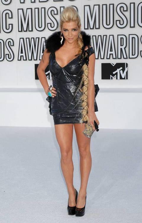 Shoulder, Human leg, Dress, Joint, Style, Fashion model, Waist, Thigh, Fashion, Knee,