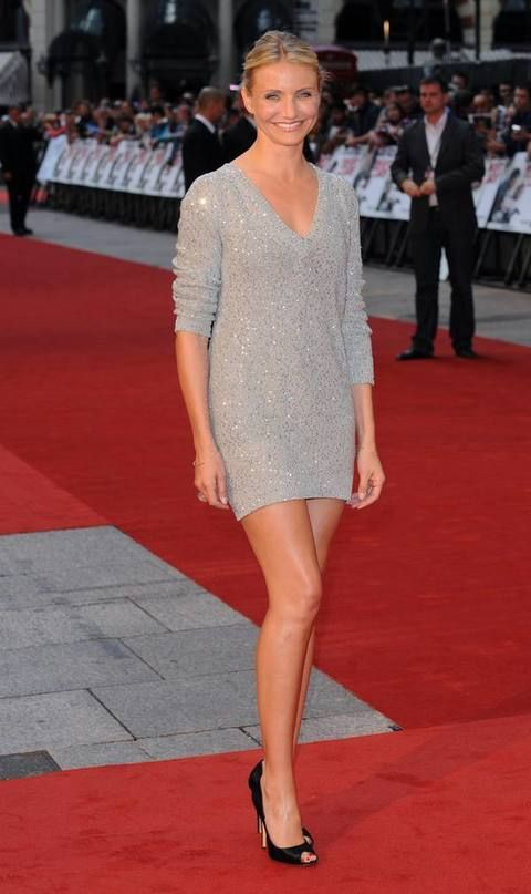Clothing, Flooring, Hairstyle, Shoulder, Human leg, Red, Carpet, Joint, Outerwear, Premiere,