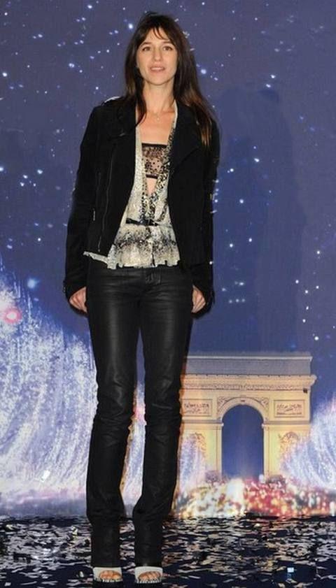 Leg, Denim, Jeans, Textile, Outerwear, Style, Jacket, Fashion, Electric blue, Beauty,