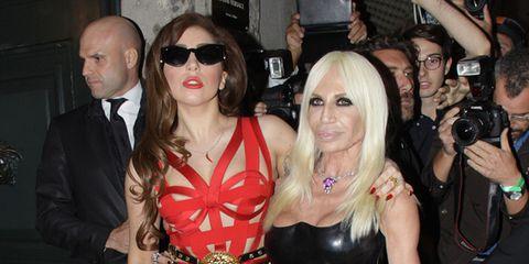 Il consueto stile milanese e il suo quadrilatero di riferimento hanno  ricevuto uno scossone fashion nelle ultime 48 ore. Il merito  Di Lady Gaga  (of ... 9ba43ccb6c6b